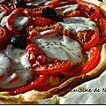 Tarte fine au thon, poivron rouge, tomate et mozzarella