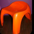 Siège efebo orange désigné par stacy duke, édité par artémide, fabriqué à milan, italie