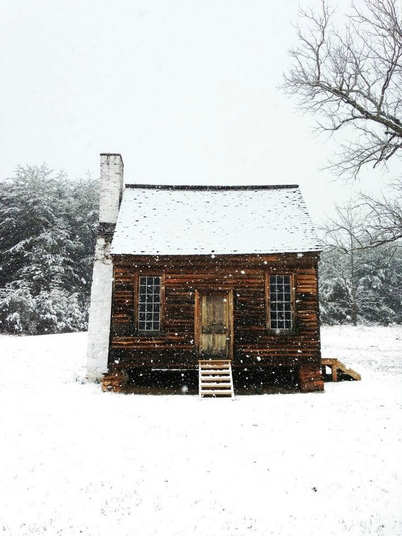 Madame Chacha-historic cabin in Appomattox, Virginia-awomaninscience-tumblr