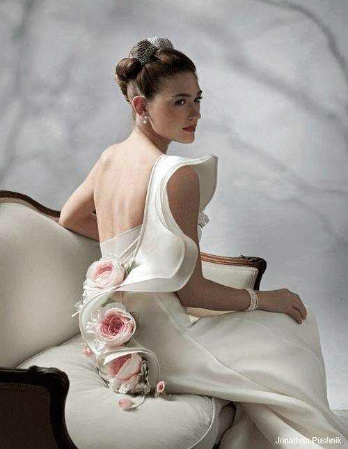 robe mariée originale fleurie romantique jonathan pushnick