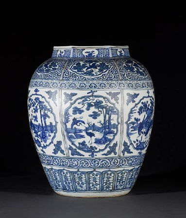 A_large_and_impressive_Ming_oviform_vase1