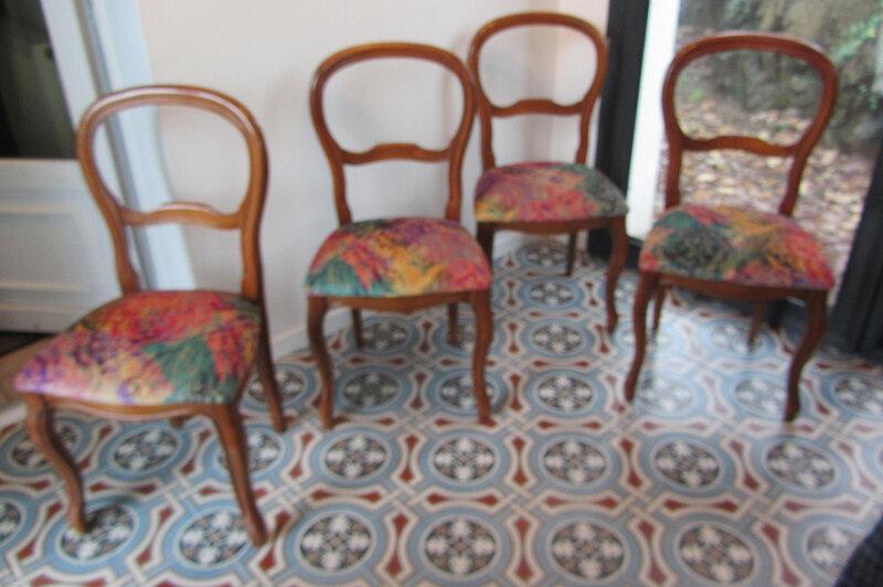 chaises cannées retapissées