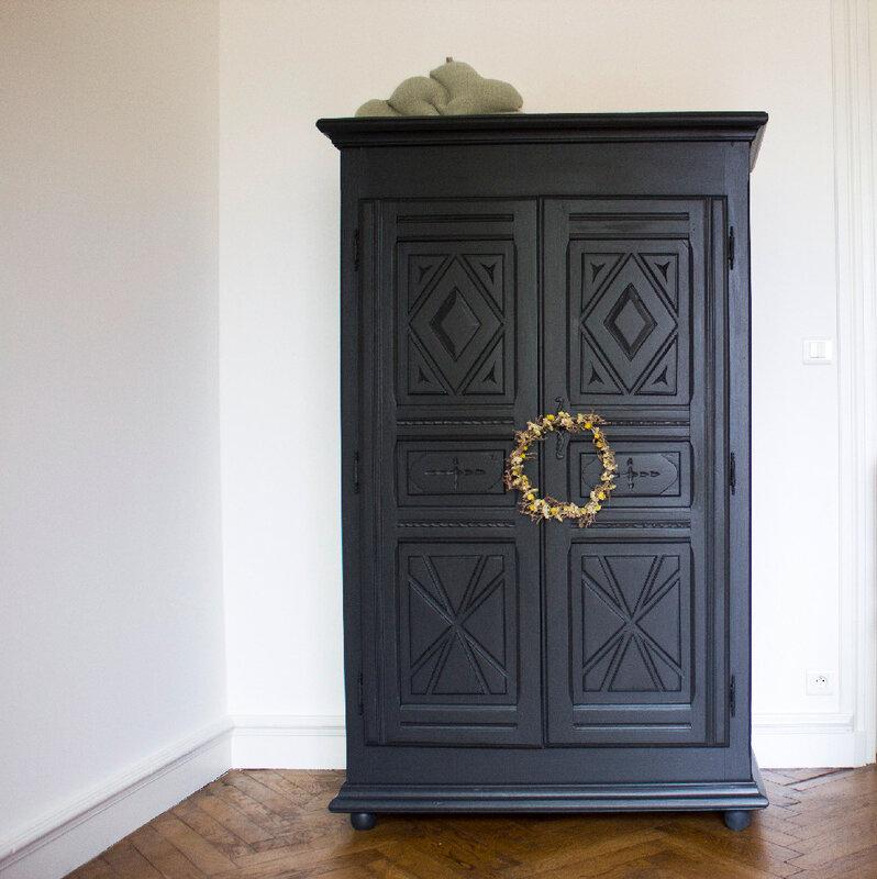 armoire-vintage-enfant-chambre-enfant-noir-saumon-TRENDY-LITTLE