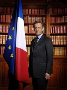 Sarkozy_portrait_officiel_O_E_77342_3