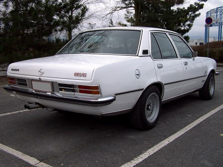 OPEL_Commodore_GSE_4door__2_