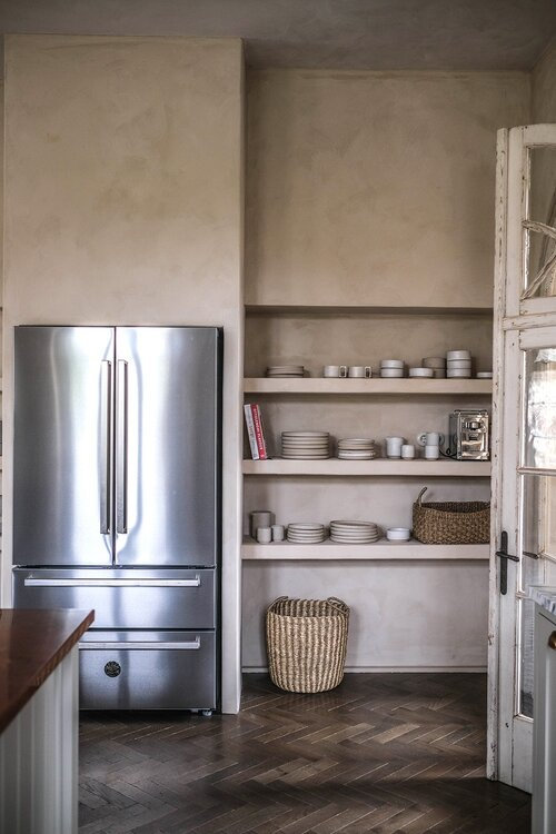 A+Beautiful+deVOL+Kitchen+in+a+Renovated+German+Schoolhouse+-+The+Nordroom+13+grid