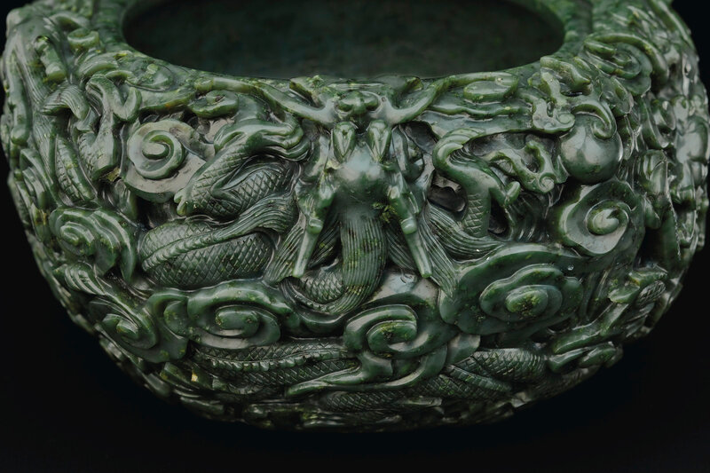 2019_NYR_16950_0937_003(a_large_well-carved_spinach-green_jade_dragon_washer_18th-19th_century)