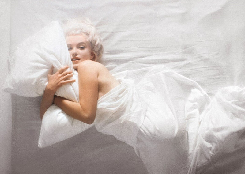 1961-11-17-santa_monica-by_douglas_kirkland-bed-034-1b