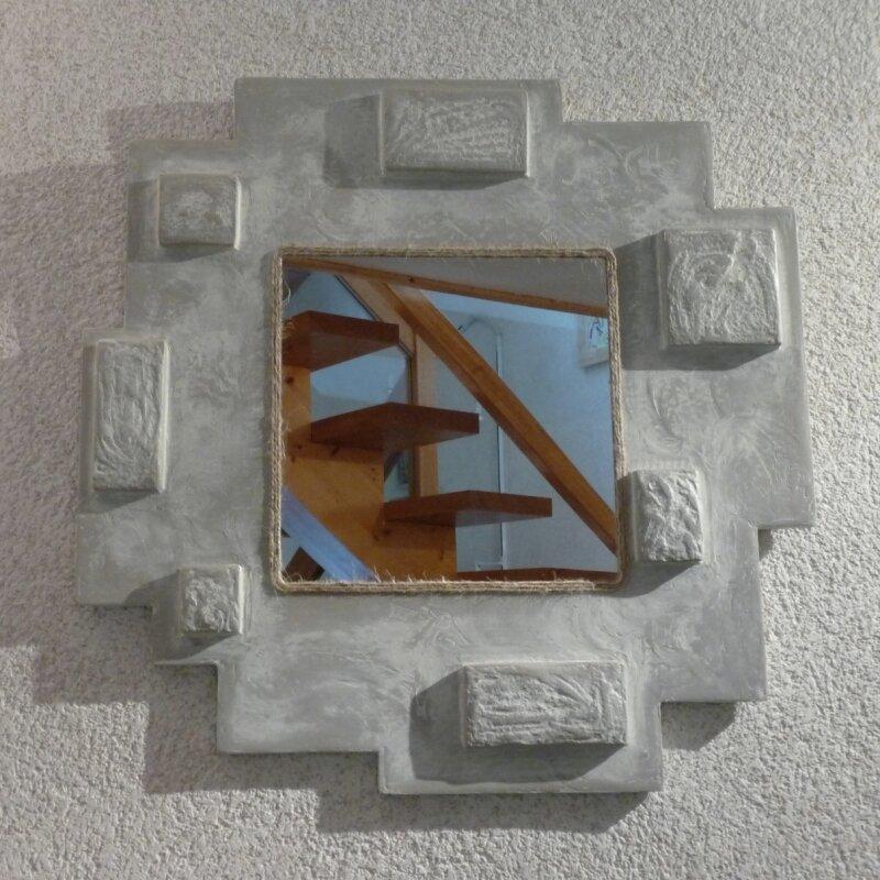 miroir à reliefs patiné