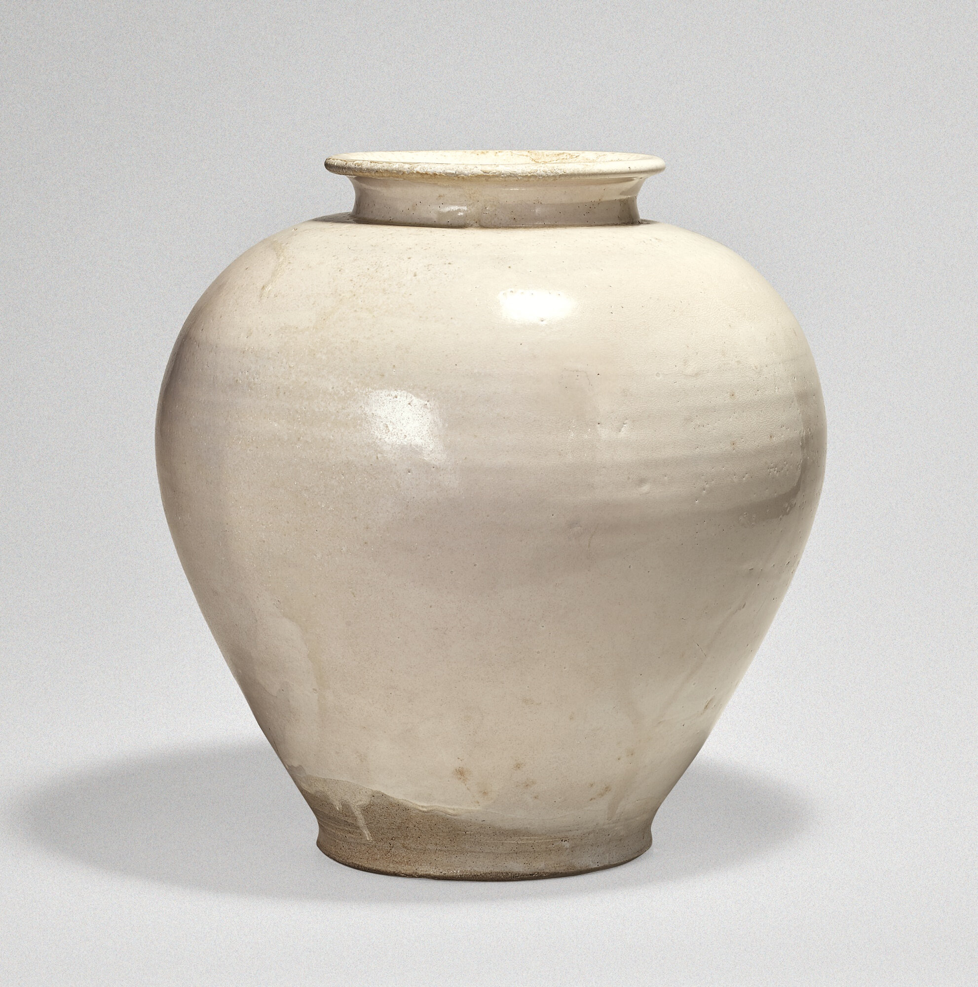 A large white glazed jar, Tang dynasty (618-907)
