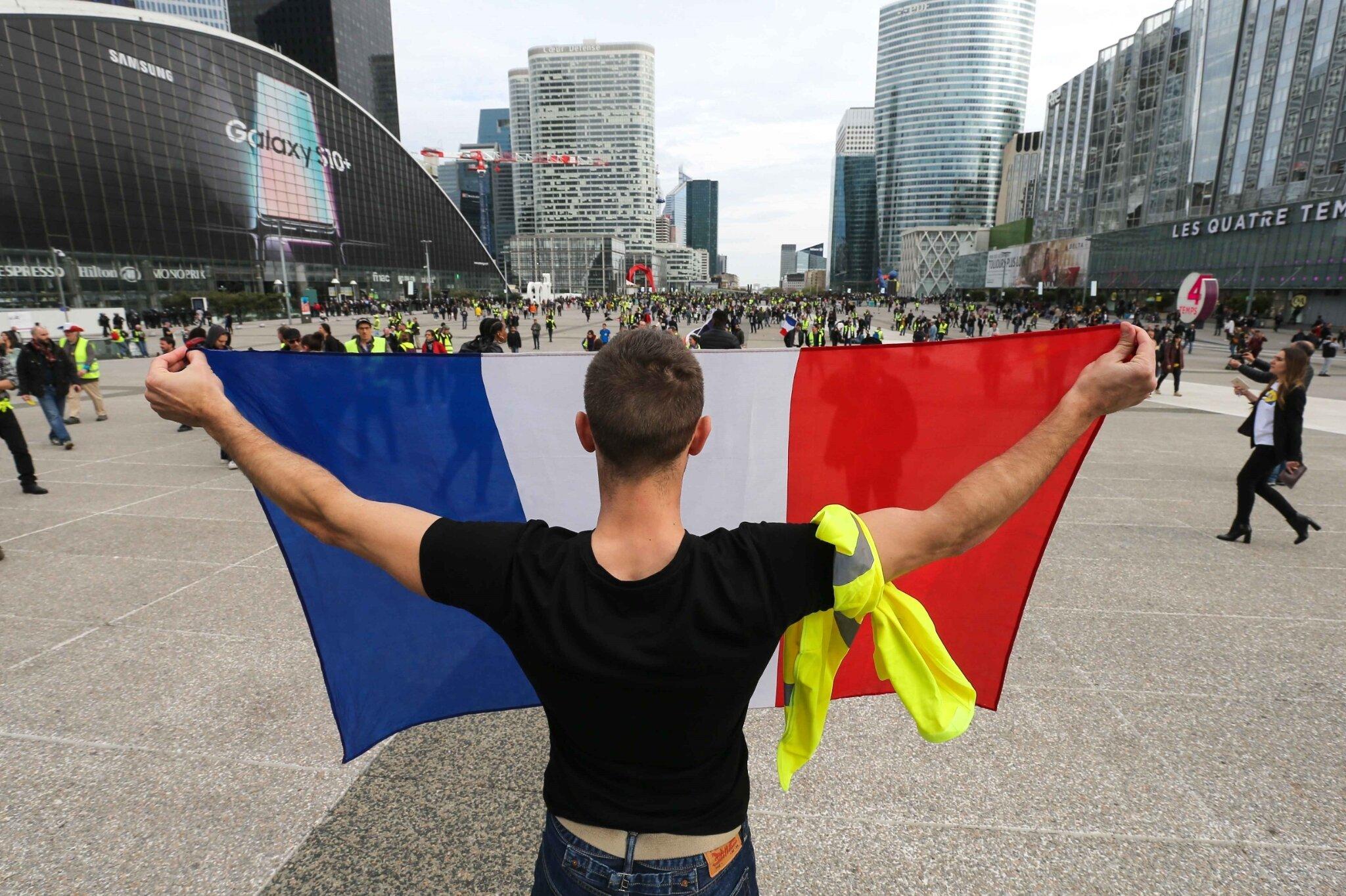 « Gilets jaunes » : la mobilisation marque le pas avant le 1er-Mai. © Michel Stoupak. Sam 27.04.2019, 16h01m12.