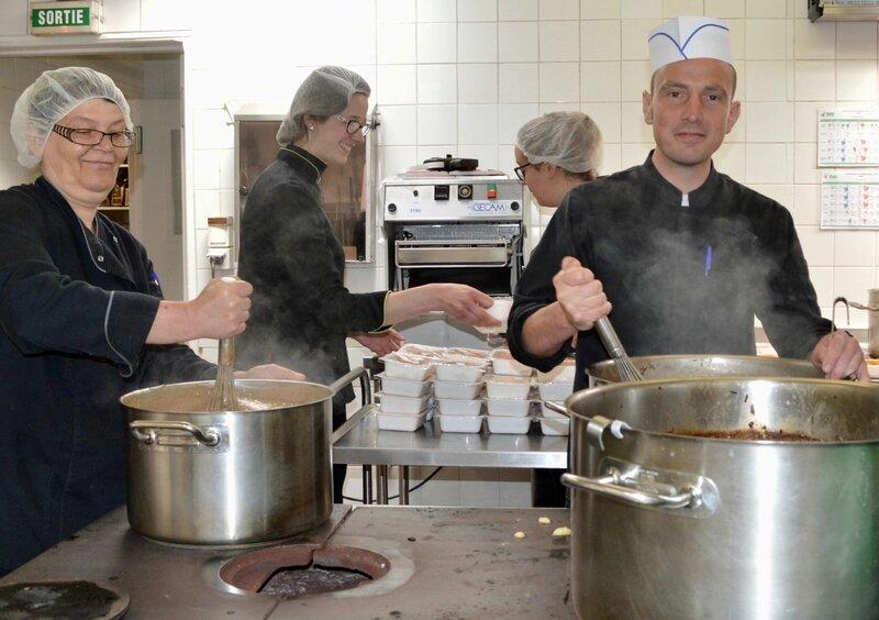 FOYER REPAS PASCALS 2017 cuisine Laurent Blondiau