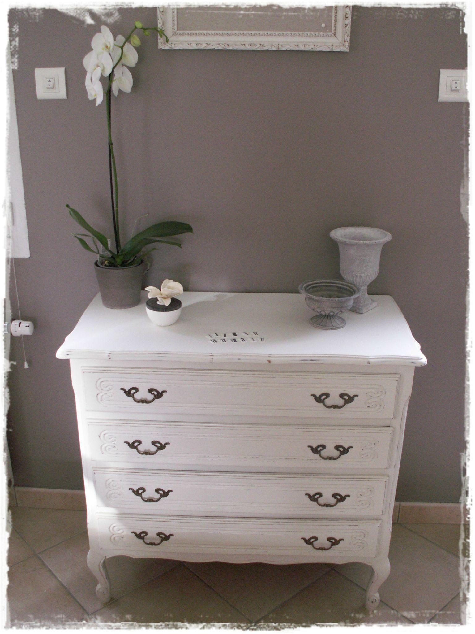 commode ancienne relook e broc et patine le grenier de sara. Black Bedroom Furniture Sets. Home Design Ideas