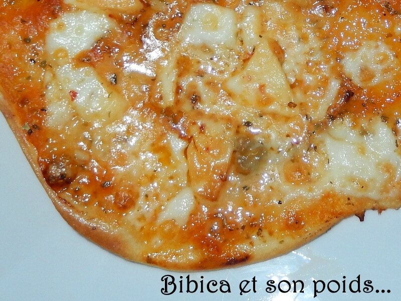Pizza 3 fromages gros plan