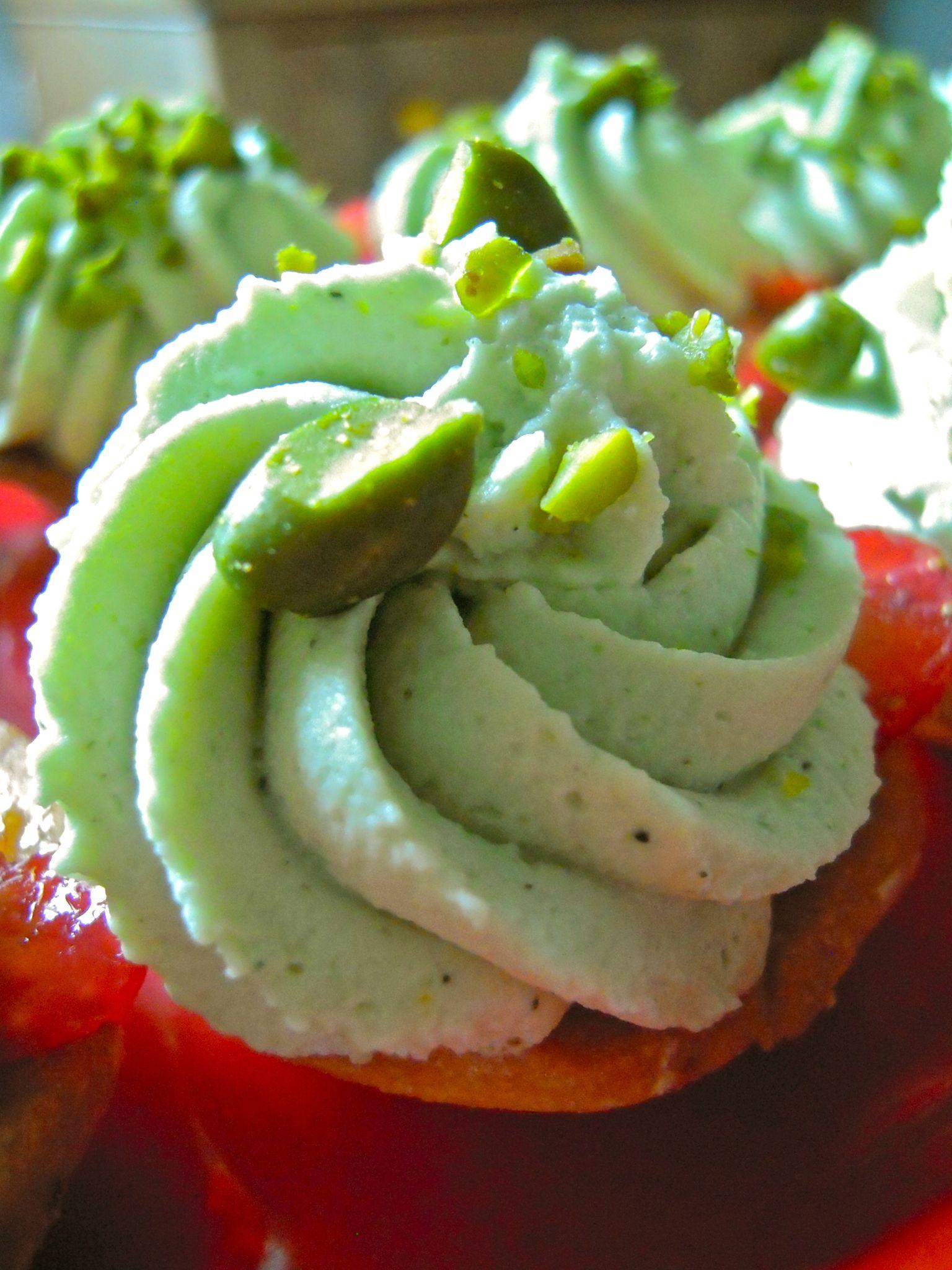 mini tartelettes aux fraises et à la crème au mascarpone à la pistache