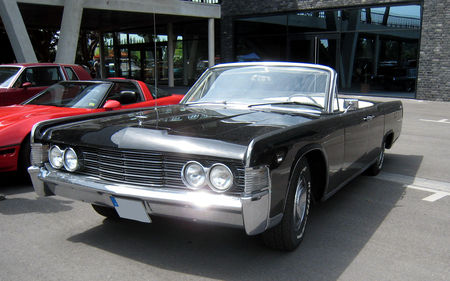 Lincoln_continental_convertible_01