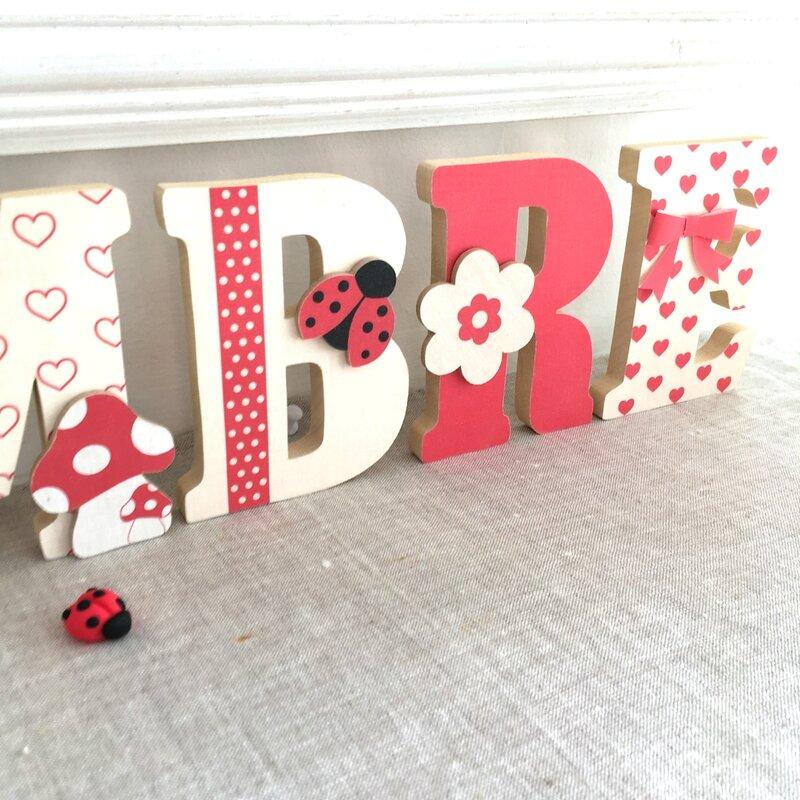 lettres en bois prenom rouge beige 1