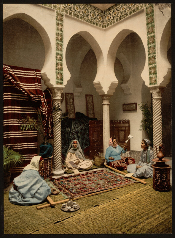 Moorish_women_making_Arab_carpets,_Algiers,_Algeria-LCCN2001697844