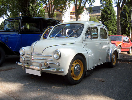 Renault_4CH_01