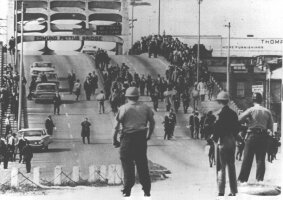 selma-police-bridge