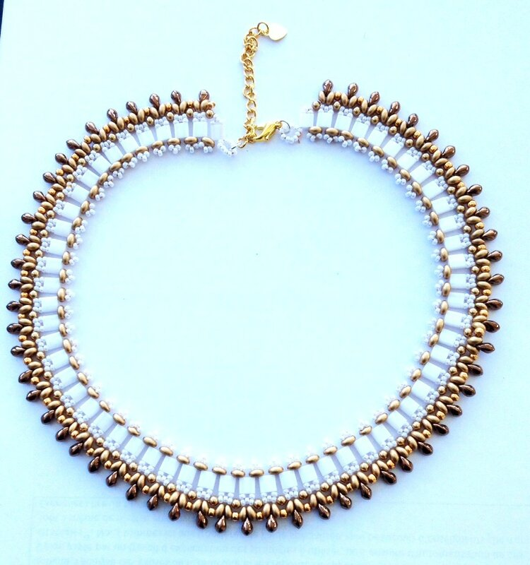 Collier barely's blanc