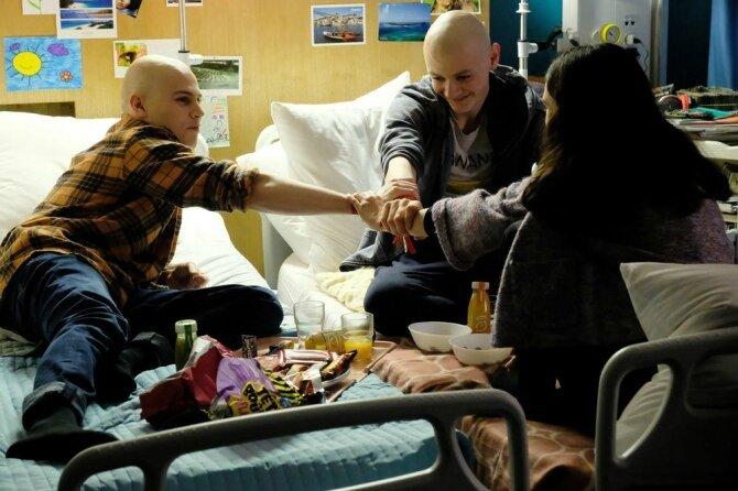 Programme-TV-Les-Bracelets-rouges-TF1-Entre-rires-et-larmes-le-quotidien-de-jeunes-hospitalises-de-longue-duree_news_full