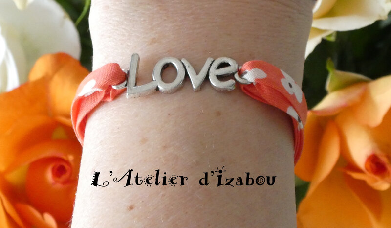 P1030140 Bracelet Love, cordon liberty à fleurs corail et fermoir toggle rond