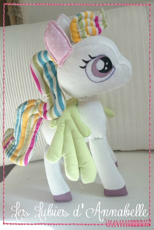 Peluche doudou petit poney fille little poney