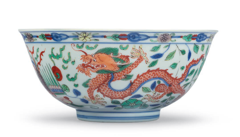 A wucai 'Dragon and Phoenix' bowl, Yongzheng six-character mark in underglaze blue within a double circle and of the period (1723-1735)