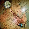 Sautoir montre boule à quartz surmontant une turquoise monté au cuivre émaillé...