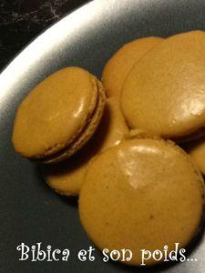 Macarons caramel au beurre salé gros plan