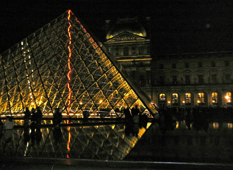 Pyramide-Louvre0775