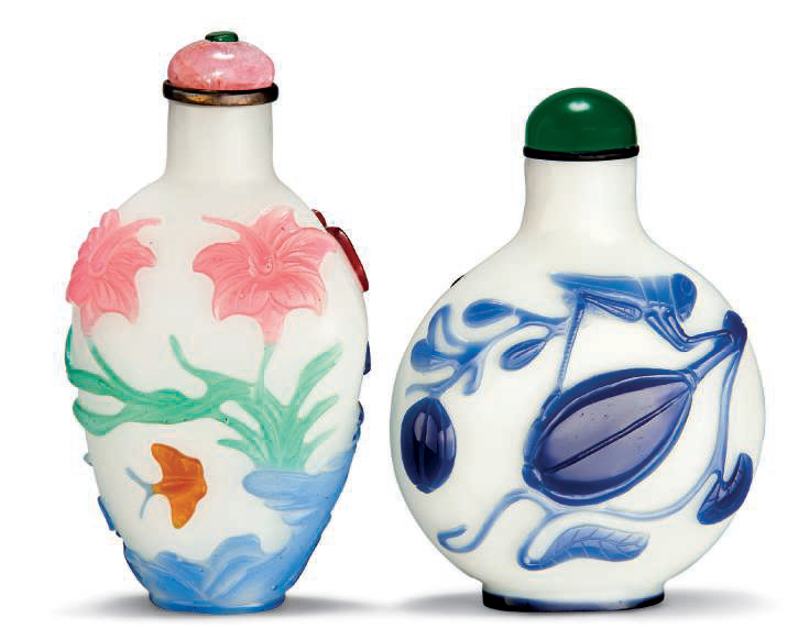 Two overlay glass snuff bottles, Qing dynasty (1644-1911)