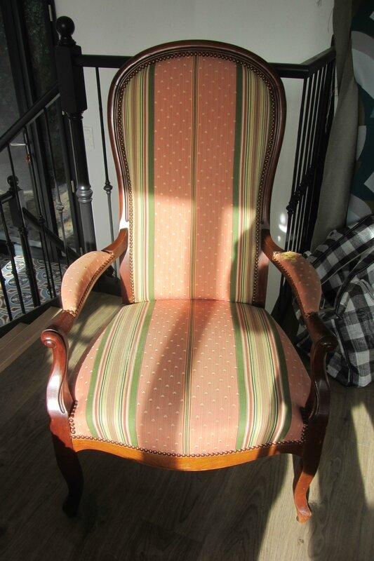 fauteuil voltaire côté sièges