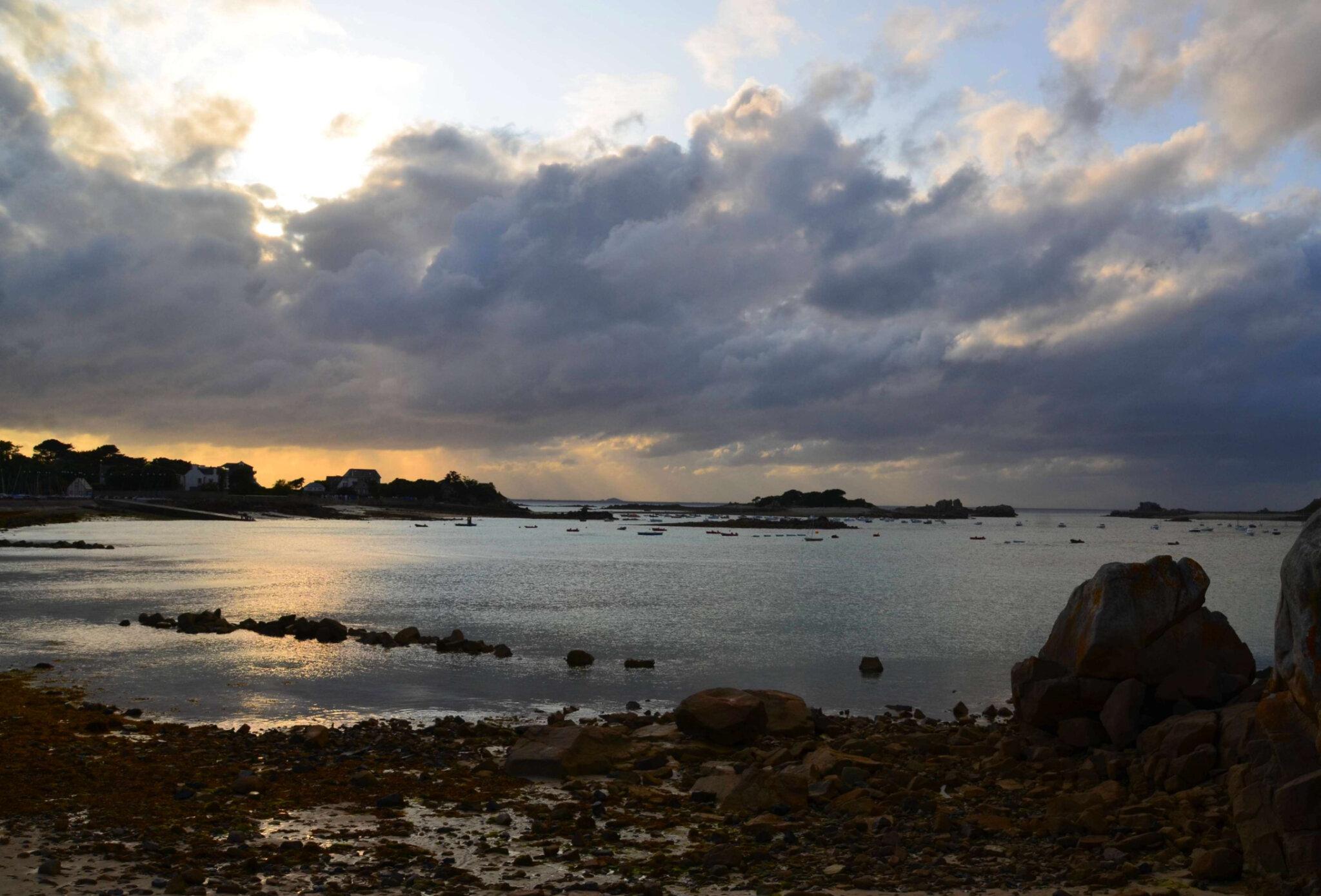 Port Blanc et le rocher de la Sentinelle