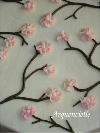 Gâteau cerisier japonais détail décor poche à douille