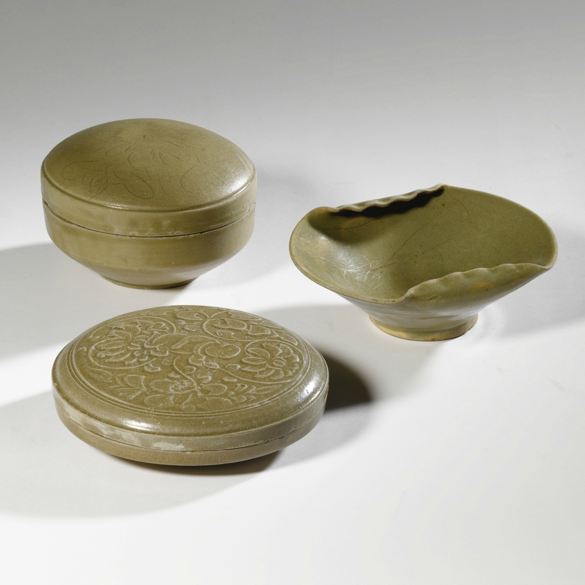 Two 'Yue' cosmetics boxes and covers, Five Dynasties-Northern Song dynasty (907-1127)