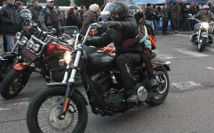 obseques-de-johnny-hallyday-des-bikers-de-la-region-a-paris