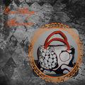 Sac noir et blanc à petites anses oranges