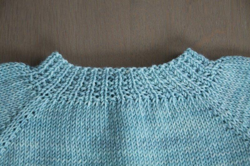 Gilet layette douce irresistibles a tricoter physalis froufrou et capucine (6)