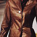 Veste en croute de cuir enduction métallisée