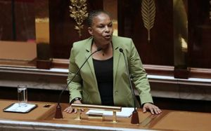 7757446438_christiane-taubira-a-la-tribune-de-l-assemblee-nationale