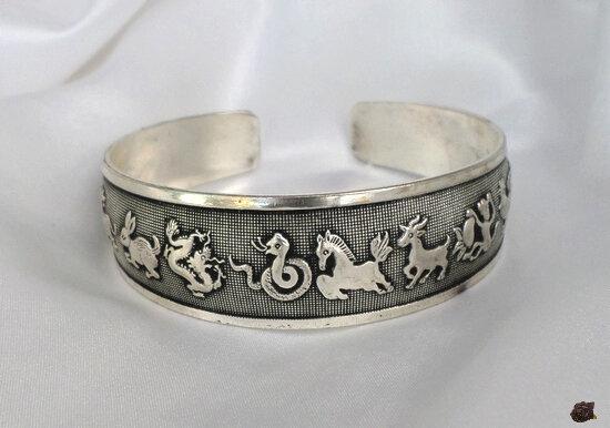 Bracelet Totem Tibétain Rigide 12 Signes Zodiaque Chinois Ouvert Argent du Tibet Unisexe