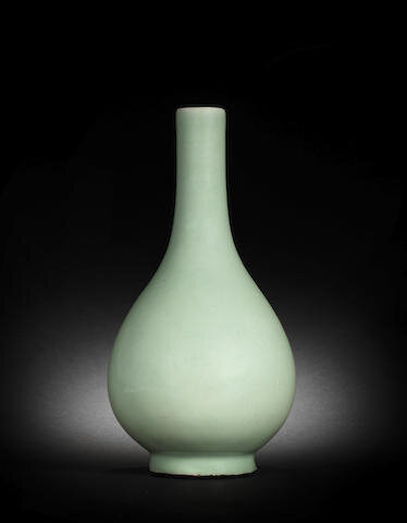 A Longquan celadon-glazed pear-shaped vase, 18th-19th century