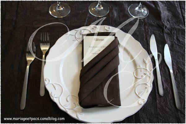 pochette 8 photo de pliage des serviettes organisez votre mariage ou votre pacs. Black Bedroom Furniture Sets. Home Design Ideas