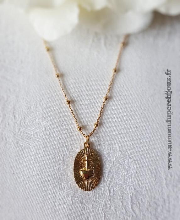 Collier Sacré Coeur (sur chaîne perles en plaqué or) - 56 €