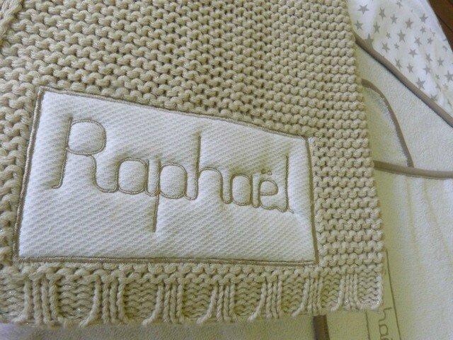 Détail broderie étiquette couverture brodée Raphaël