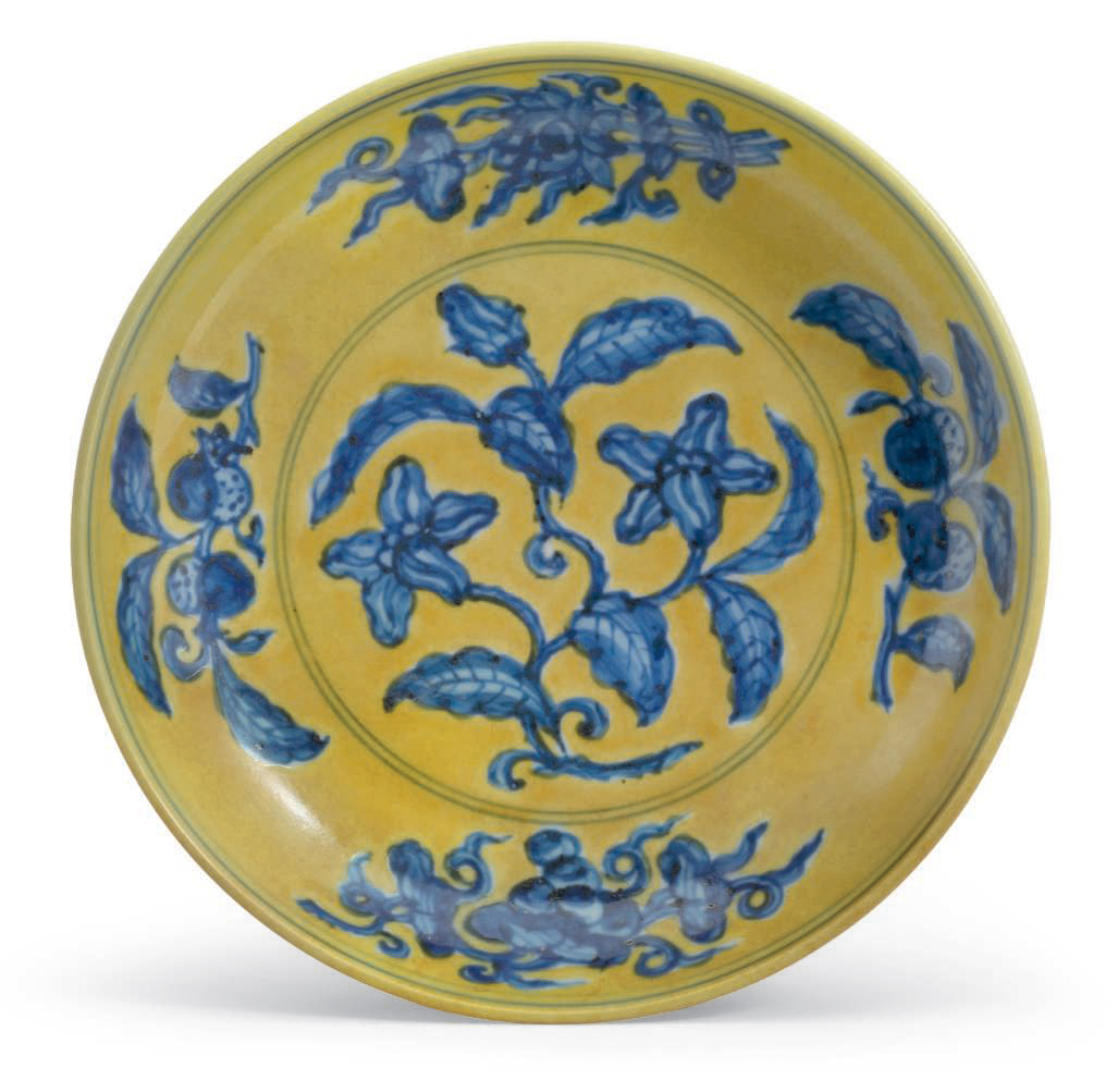 A rare yellow-ground blue and white 'gardenia' dish, Zhengde six-character mark in underglaze blue within a double circle and of the period (1506-1521)