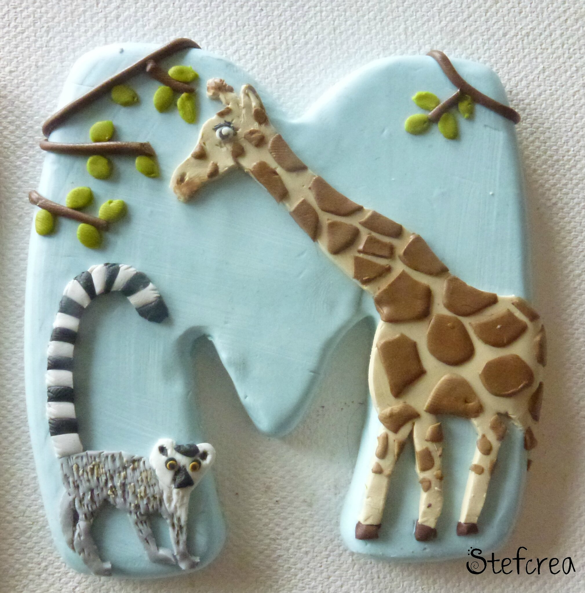 lettre M girafe et lemurien
