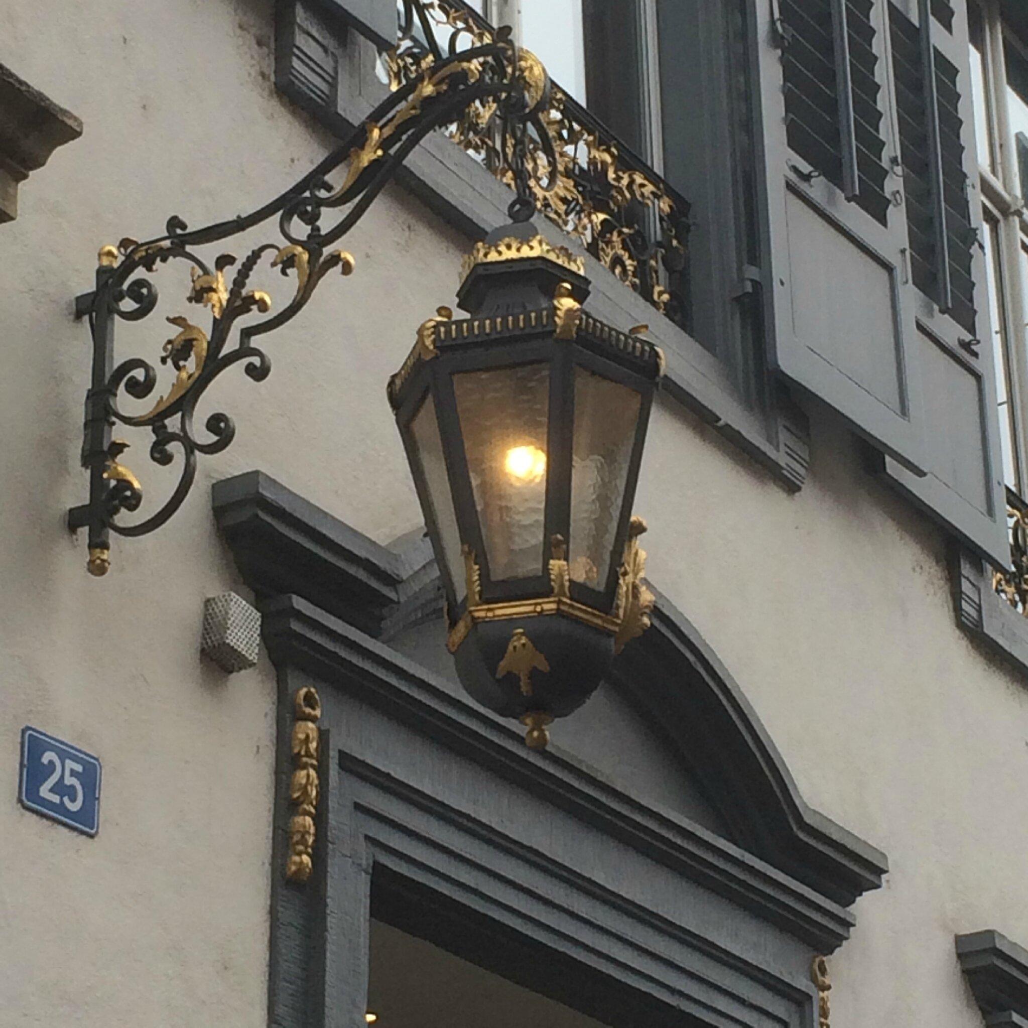 Lanterne En Fer Forge Rehausse D Or Creation Artisanale De